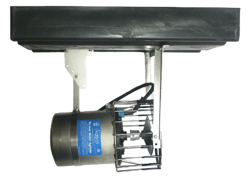Horizontal float mount for water circulator de-icer