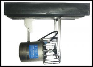 Horizontal float mount for water circulator de-icer